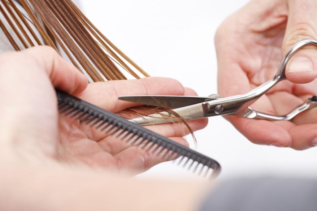 hairdressers-cutting-hair-6lhfktrn