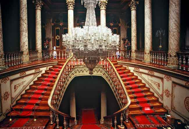 dolmabahce-palace-istanbul-bosphorus-tour-dolmabahce-palace-indoor